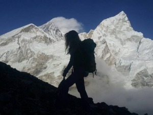 Karina Oliani é a primeira sul-americana a escalar o Everest pelas duas faces