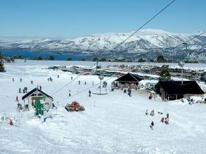 5 destinos para aproveitar a temporada de esqui em família na Argentina