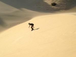 Conheça o Sandboard, uma versão tropical do snowboard