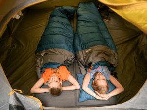 6 itens básicos que todo aventureiro precisa saber sobre sacos de dormir