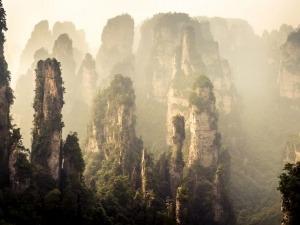 Descubra as maravilhas do parque chinês que inspirou o filme Avatar