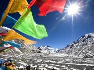 Everest aberto: quase 500 montanhistas devem tentar o cume este ano