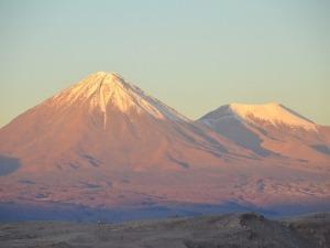 Lascar: o hiking por um vulcão ativo no Deserto do Atacama