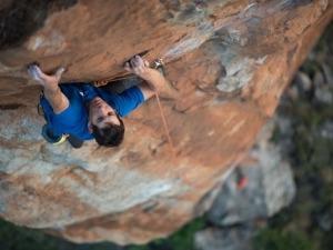 Alex Honnold finaliza El Capitan em menos de 2h e bate recorde