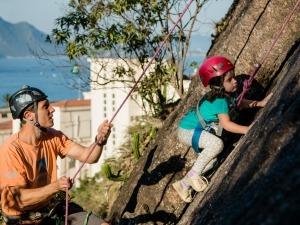 Brincar na natureza melhora o desenvolvimento físico e mental das crianças