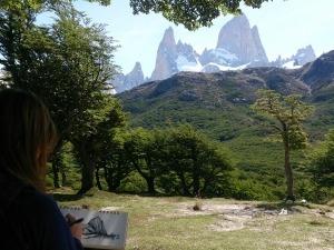 Curitibana transforma experiências na montanha em obras de arte