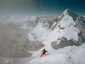 Filme mostra Hilaree Nelson e Jim Morrison descendo o Lhotse de ski