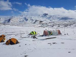 Pesquisadores brasileiros usam barraca VE25 para explorar a Antártica