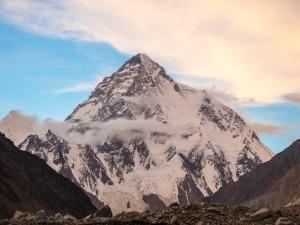 Karina Oliani se prepara para escalar a montanha mais difícil do mundo