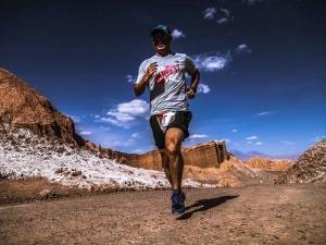 Vídeo mostra desafio de correr a Maratona do Atacama