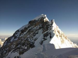Entenda como é a preparação para escalar o Everest